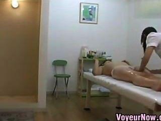 Cámaras de espionaje en la sala de masajes