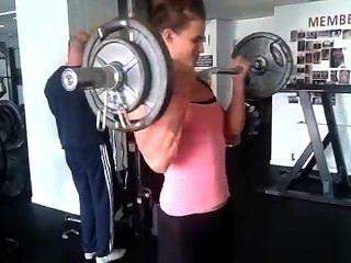 Adolescente, muchacha, georgina, bombeo, grande, bíceps