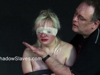 Rubia adolescente slavegirls áspero orgasmo y enjaulado azotar de jóvenes aficionados sub