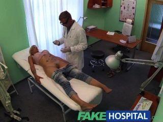 Fakehospital doctor sonda a los pacientes coño con su polla