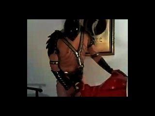 Hembra del sexo del shemale del látex de la cara del esclavo