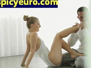 Teen european ballerina floor fuck ella afeitado