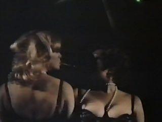 Dos mujeres espías con bragas floreadas (1979)