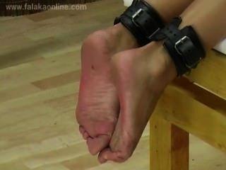 Falaka a los pies calientes