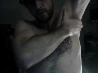 Erotica de cerdo peludo mostrando axila