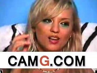 Sexy rubia fumando en vivo en webcam