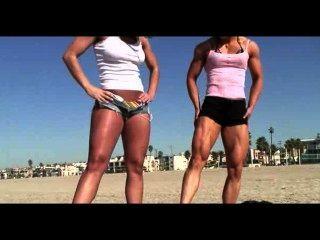Skylar rene y tomoko flexión bíceps