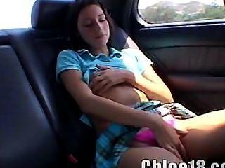Chloe 18 juega con su coño
