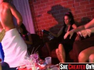 37 chicas atrapadas en la cámara chupar polla 13