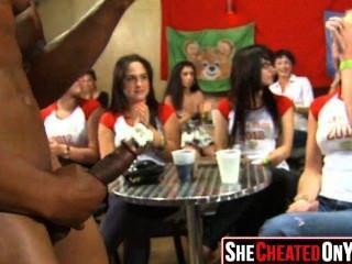 11 strippers se sopla en la fiesta de sexo cfnm 10