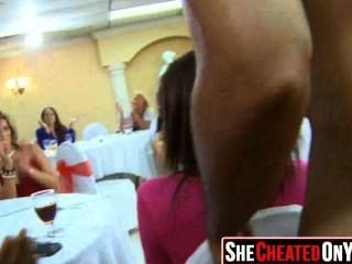 03 chicas de fiesta follando en el club con strippers 13