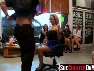 28 strippers se sopla en la fiesta de sexo cfnm 26