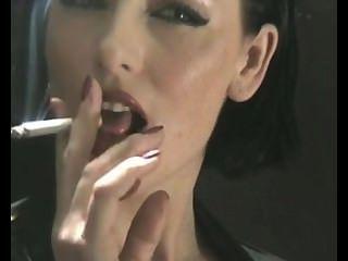 Fumar sexy en el látex
