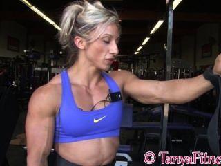 Muscular rubia formación parte 2