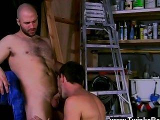 El sexo gay caliente echa un vistazo a las super explosiones de mierda caliente que obtiene todo