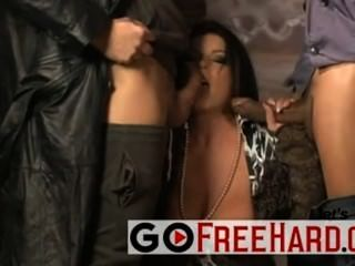 Hot italian chick follada por 2 chicos