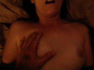 Sexo de pareja aficionado después de usar una bomba de pene con un final facial