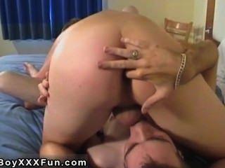 Video gay brotes córnea profunda garganta hacia abajo explosiones de polla!Reese tira