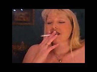 Milf fumando y fumando y semen en un sybian