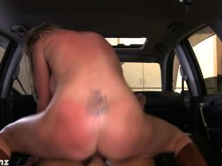 Rubia nikki benz fuck cock en pov en el coche