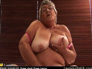 Vieja amateur granny se masturba en la cámara de webcam pareja live camsex