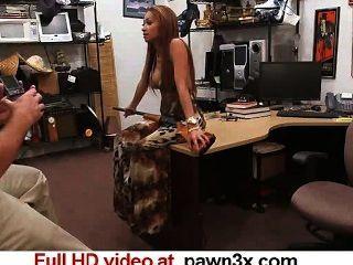 Spycam real: perra loca trajo una pistola, todavía tiene fucked pawn3x.com