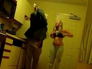 Hottie tomando fotos desnudas con el chico de la pizza!
