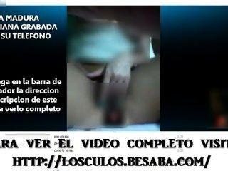 Latina cachonda masturbándose por teléfono