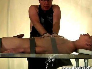 Gay twink alex ha sido un muy mal esclavo, robando el jism de