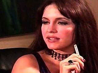 Taylor st.Claire fumando y azotando