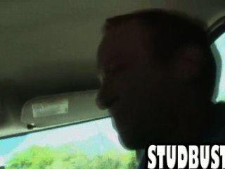 Stud aficionado obtiene culo follada en una furgoneta por una gran polla