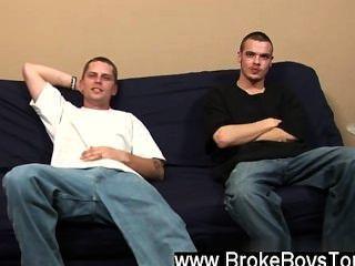 Orgía gay jamie ha vuelto al futon hoy como todavía está en necesidad de