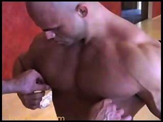 Músculo calvo lleva big roger + peter latz