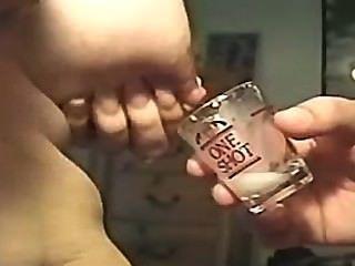 Lactando en un vaso de agua (solicitado)