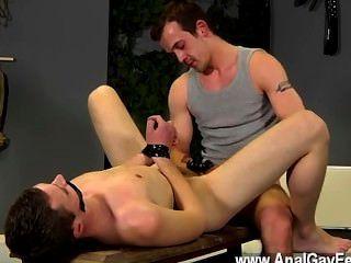 Gay orgy aiden recibe una gran cantidad de pena en esta película también, teniendo su