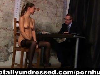 Kinky entrevista de trabajo para secretaria sexy pelirroja