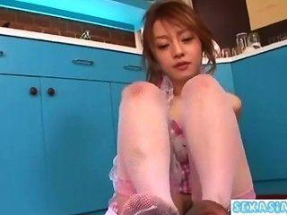 Joven asiática obtener su coño peludo lamido dando handjob chupar polla