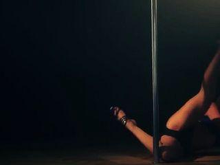 Chica bonita pole dance (sin pornografía)