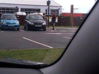 Fumador embarazada estacionamiento