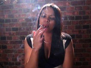 El fetiche que fuma y las muchachas que fuman son apenas el mejor en su cara !!