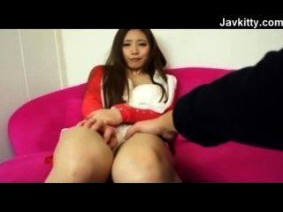 Su coño japonés es tan húmedo