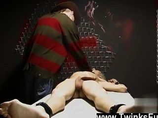 Twink video en un sueño extraño ashton cody está atado y desnudo por un