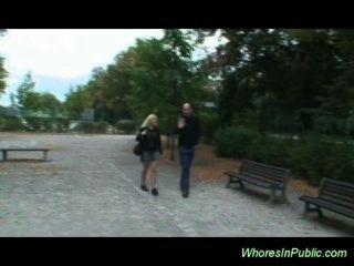 Ninfa paseos boner en el banco de parque