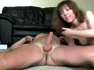 Hot sexy caliente chupa y folla a su maridos polla