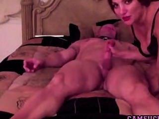 Caliente y cachonda milf folla a su marido en la webcam