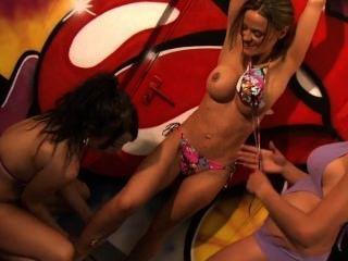 Cosquillas de bikini 3