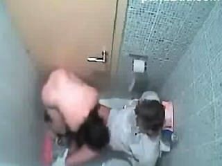 Pinay escort sexo en el escándalo del baño