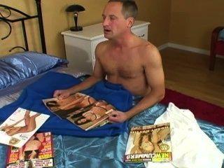 Viendo un libro porno ... no puedo mantener mucho más tiempo y él cum