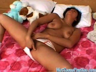 Ebony exgf frotando su coño mojado