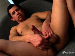 Amateur straight guy juan masturbándose
